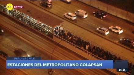 Estaciones del Metropolitano colapsan de usuarios a pocos minutos del inicio del Perú vs. Chile