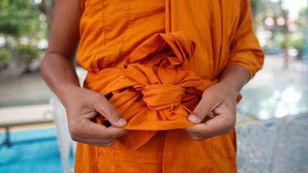Tailandia: Monjes budistas ya usan túnicas a base de botellas de plásticos [VIDEO]