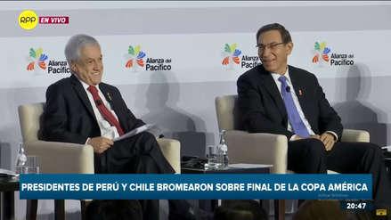 Piñera bromea con Vizcarra y le pide
