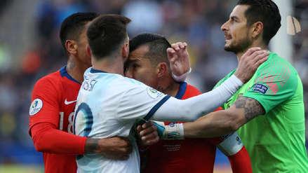Lionel Messi vs. Gary Medel: así reaccionaron en las redes tras la expulsión de ambos jugadores