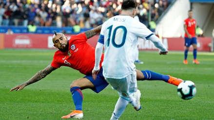 Lionel Messi dejó en el suelo a Arturo Vidal en el Argentina vs. Chile