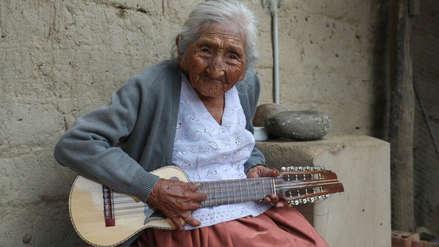 La mujer más longeva de Bolivia recibió a sus 118 años su primera casa propia