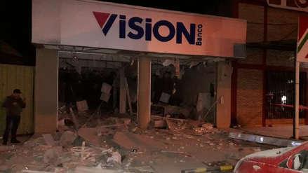 Unas 50 personas con armas de guerra asaltaron y detonaron un banco en Paraguay