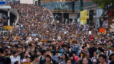 Hong Kong: Manifestantes impulsan boicot contra banco chino con un retiro masivo de fondos