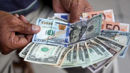 Tipo de cambio: ¿A cuánto opera el dólar a media jornada este lunes?