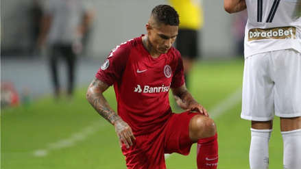 ¡Qué dolor! Paolo Guerrero recibió fuerte golpe en el partido entre Internacional y Palmeiras