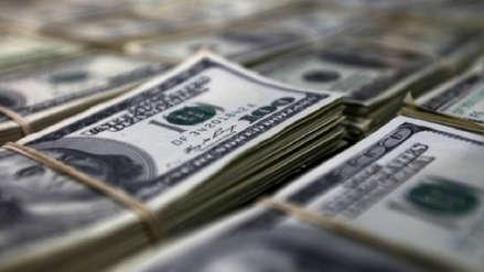 Dólar cerró este miércoles con ligera caída en su cotización