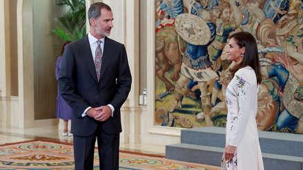El tenso momento en el que el rey Felipe VI reprende a la reina Letizia en público [VIDEO]