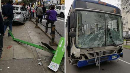 Una persona resultó herida tras choque de bus del Corredor Azul con auto en Miraflores