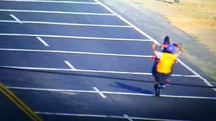 Trujillo   Motociclista arriesga su vida con piruetas en plena carretera Panamericana Norte