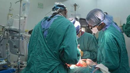 Cirujanos del Minsa extirparon tumor de 690 gramos y reconstruyeron mandíbula a paciente