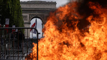 Tensión entre policías y manifestantes empañaron desfile por la fiesta nacional de Francia [FOTOS]