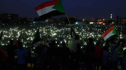 Miles de sudaneses rinden homenaje a los muertos en una manifestación a manos de militares [FOTOS]