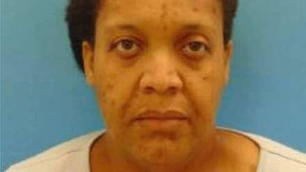 Una mujer obligó a su hija a vivir tres años con el cadáver de su abuela en Estados Unidos
