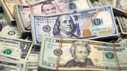 Dólar permanece estable al inicio de la semana