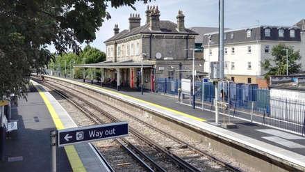 Un niño de 14 años que sufría de bullying se suicidó arrojándose a las vías del tren en Inglaterra