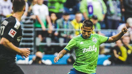 Raúl Ruidíaz anotó un golazo de 'sombrero' ante Borussia Dortmund, pero fue anulado por este motivo