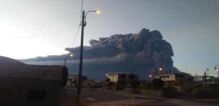 Volcán Ubinas | 18 fotos de la impresionante expulsión de gases y cenizas que afecta al sur del Perú