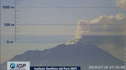 Volcán Ubinas: Brigadistas de emergencia brindan atención a población afectada por emisión de ceniza