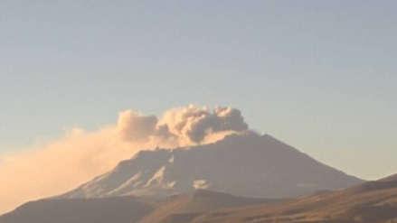Volcán Ubinas: Erupciones continúan en forma moderada y recomiendan mantener alerta naranja