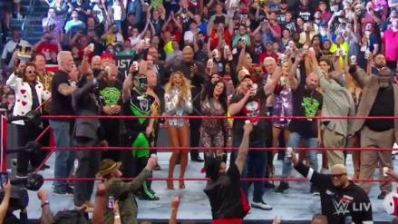 Stone Cold Steve Austin bebió cerveza con todas las leyendas de WWE en el RAW Reunion