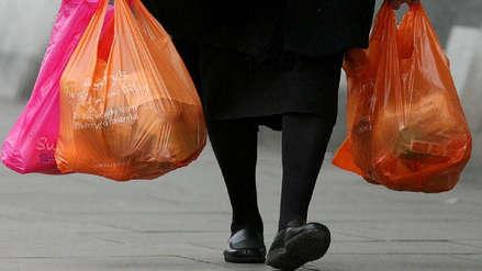 Desde este jueves las tiendas cobrarán por las bolsas de plástico a este monto