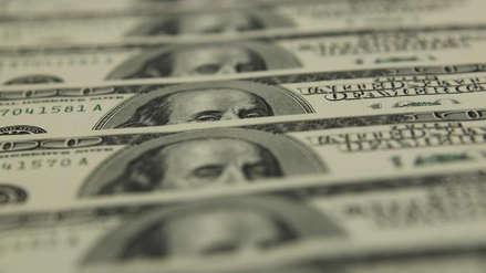Dólar continúa subiendo durante la mitad de la jornada