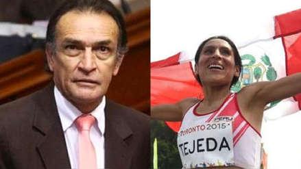 Congresista Héctor Becerril se equivocó al felicitar a Gladys Tejeda por Twitter