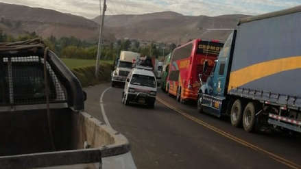 Imprudencia de conductores y carga vehicular por Fiestas Patrias genera caos en la Carretera Central
