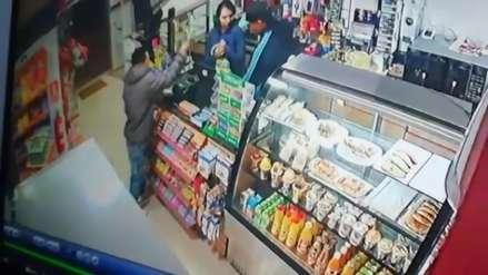 Video | Delincuentes se hacen pasar como clientes y se llevan más de dos mil soles de minimarket