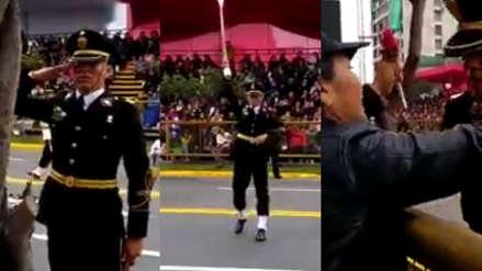 Policía marchaba en Parada Militar y salió de su fila para rendir homenaje a su madre