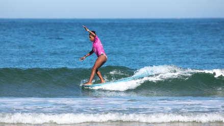 Lima 2019: surfer peruana Maria Fernanda Reyes sufrió rotura de su tabla en el mar y tuvo que ir por una nueva