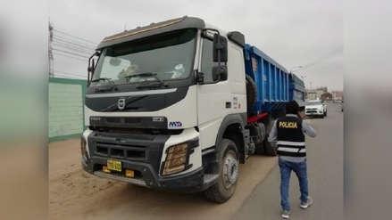 Delincuentes secuestran a chofer de tráiler y le roban más de 60 toneladas de minerales para procesar oro