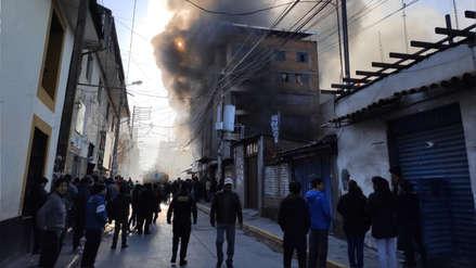 Incendio consumió edificio del centro de Huancayo [FOTOS]