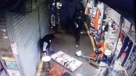 Una anciana fue brutalmente golpeada por dos personas en un mercado de Chincha