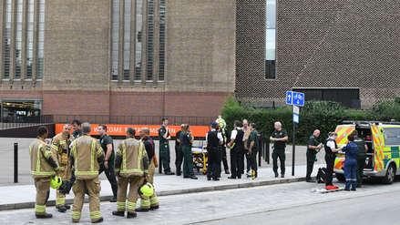 Adolescente es detenido acusado de lanzar a un niño desde el décimo piso de un museo en Londres