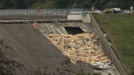 Cientos de residentes ingleses fueron evacuados de una localidad tras rotura de represa