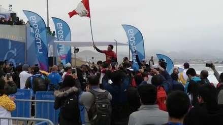 Piccolo Clemente: la emotiva celebración con la bandera peruana tras ganar la medalla de oro