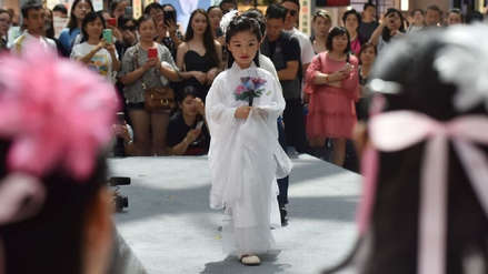 Polémica en China por modelos de cuatro años