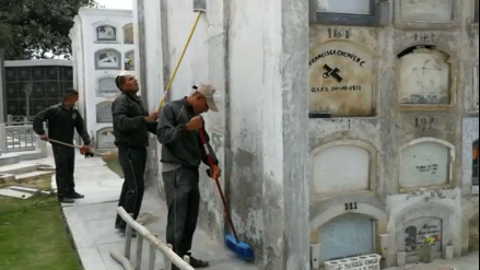 Ejército realiza mantenimiento a tumbas de héroes lambayecanos