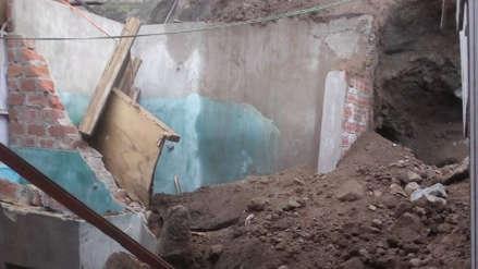 Vecinos denuncian derrumbe por filtraciones de agua que dañó seriamente dos casas en SJL [VIDEO]