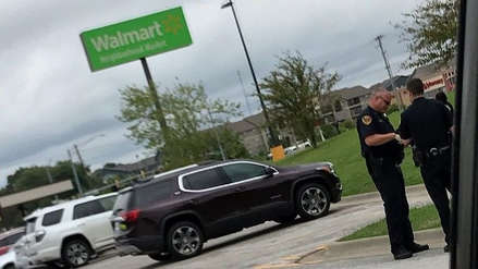 Joven provocó caos al entrar armado y con chaleco antibalas a Walmart de Missouri