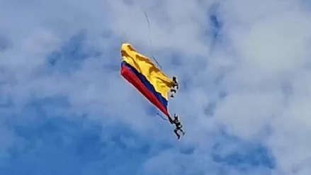 Tragedia en Colombia: dos suboficiales murieron tras caer al vacío desde un helicóptero