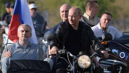 12 fotos de Putin subido en una histórica motocicleta para asistir a un encuentro de moteros en Crimea
