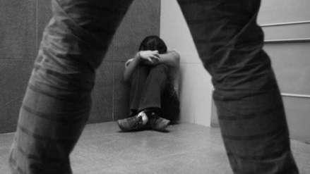 Un profesor acusado de violar y embarazar a una joven se lanzó de un cuarto piso tras saber que iría a prisión