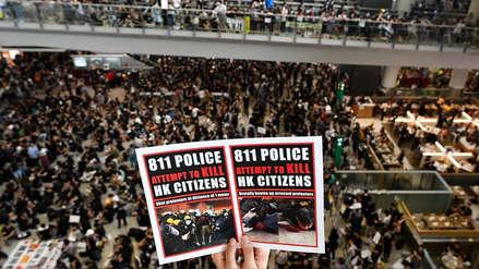 Así luce el aeropuerto de Hong Kong paralizado e invadido por miles de manifestantes [FOTOS]