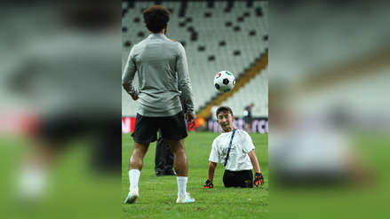 El gran gesto de Mohammed Salah con niño de la fundación UEFA