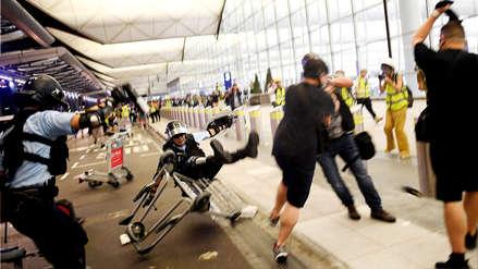 Caos en el aeropuerto de Hong Kong: enfrentamientos y vuelos cancelados en segundo día de protestas