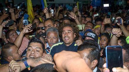 ¡La locura! Guillermo Ochoa provocó caos en su llegada a México para jugar con el América