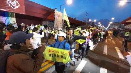 Manifestantes contra el proyecto Tía María desfilaron en corso del aniversario de Arequipa